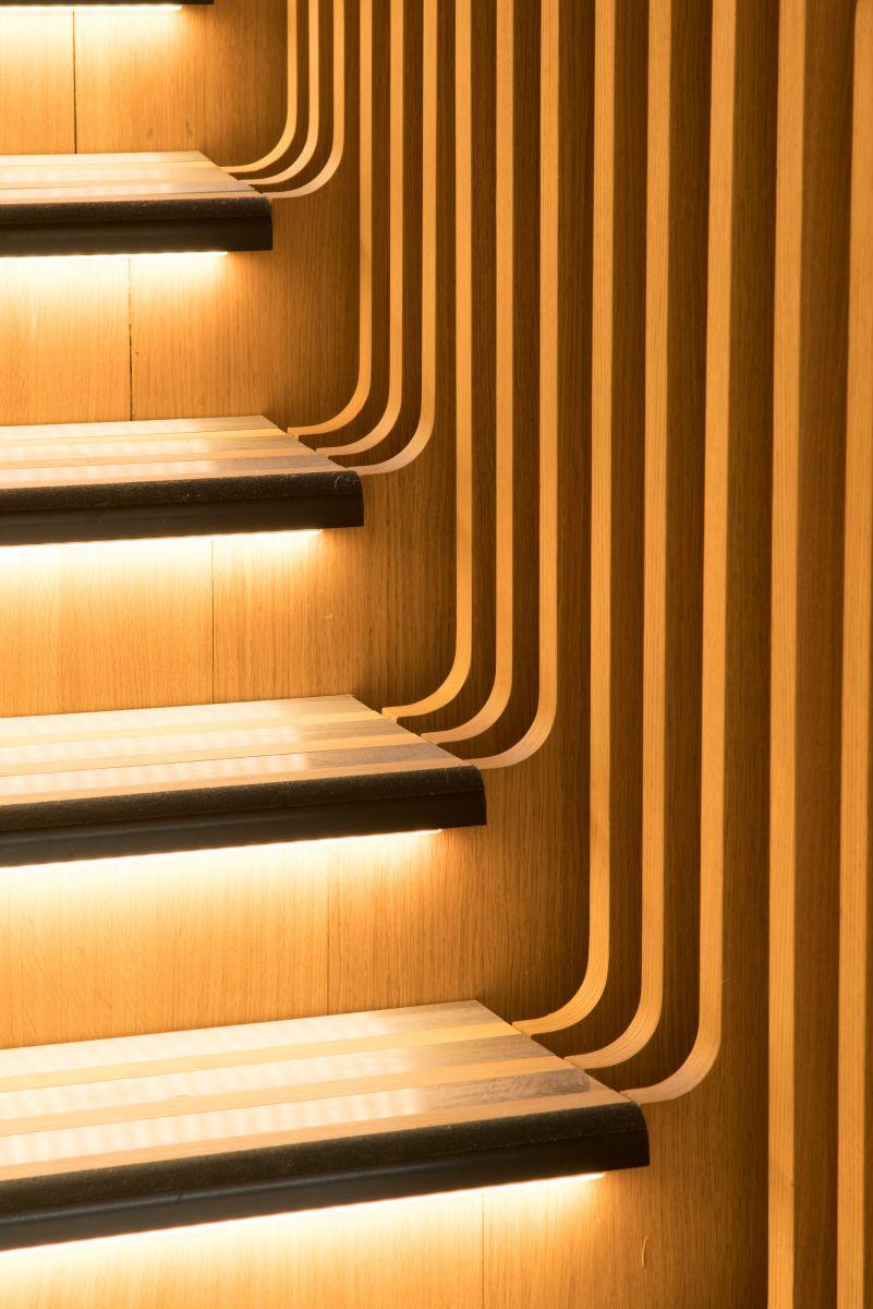 Nhà thiết kế nổi tiếng Ora-ïto người Pháp đã được chỉ định để thiết kế ra các văn phòng mới cho bộ phận truyền thông của LVMH ở Paris và một sự bổ sung đặc biệt là một cầu thang xoắn ốc tuyệt đẹp và đồ sộ.