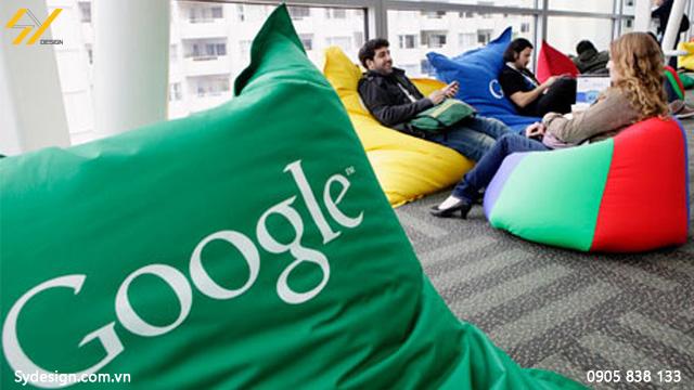 Google còn đặt những chiếc túi ghế lười vào từ phòng giải trí, phòng ăn, phòng họp